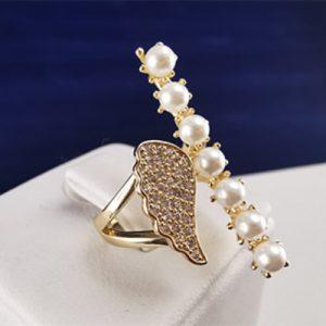 Anillo enchapado en oro y perlas
