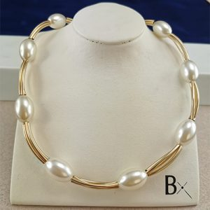 Conjunto enchapado en oro Brilho Joias con perlas sintéticas