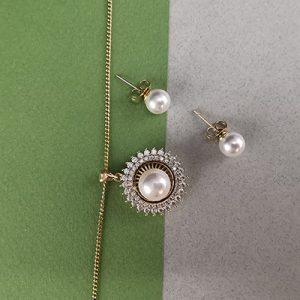Set bañado en oro con perla sintética y piedras de microcircón